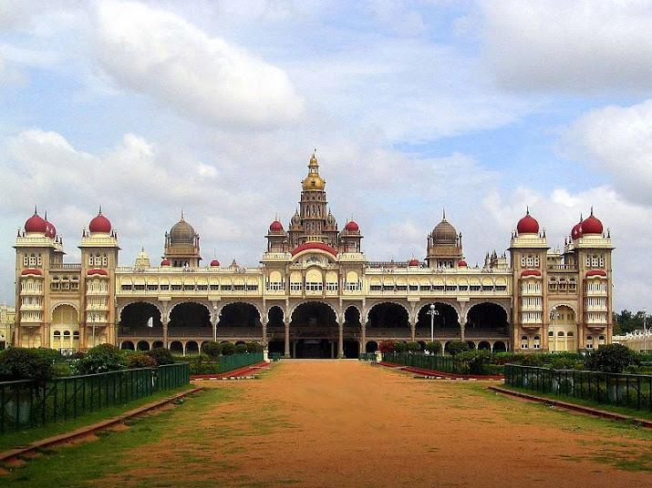 Майсурский дворец, вид спереди