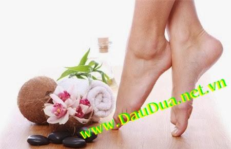 Tinh Dầu dừa giúp bạn trị nứt gót chân