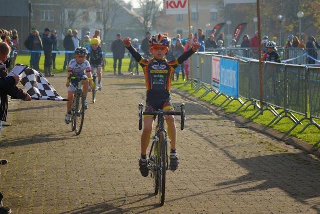 Pieter Pauwels wint cyclocross mska roeselare bij aspiranten