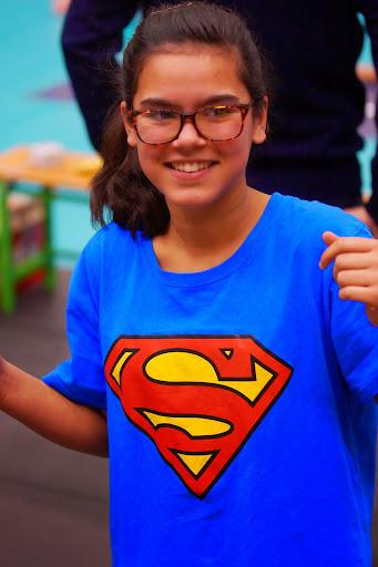 Elien Vandecappelle als Superwoman