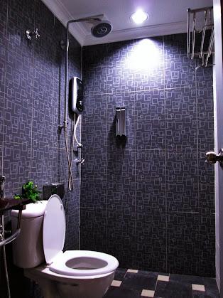 The spotless bathroom