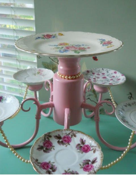 Reciclar una lámpara como bandeja para pasteles.