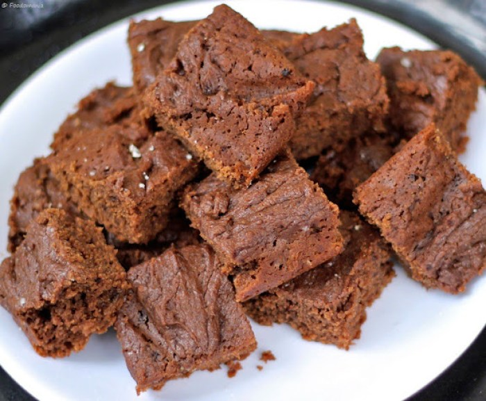 classic eggless chocolate brownies