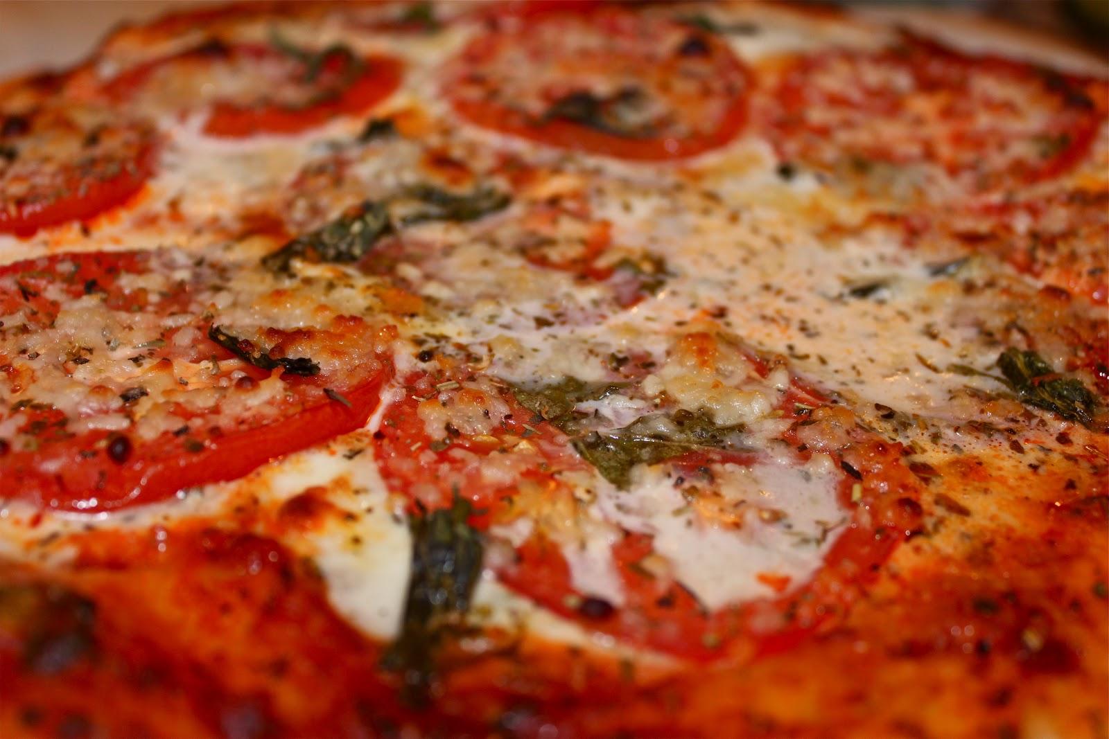 Margherita Pizza - the subtleties of cooking Neapolitan classics