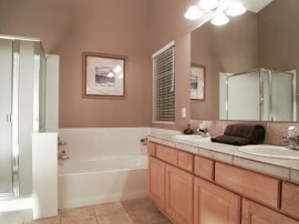 Master bath with garden tub and shower: Houses for sale in Chandler AZ