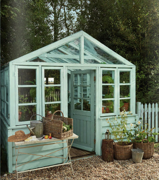 Decorar un invernadero con azul chalk paint.
