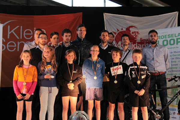 Kidsrun Dwars over de Mandel met de spelers van Knack Roeselare