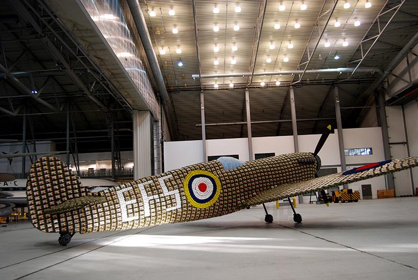 *藝術家jack munro和charlotte austen:用6500個雞蛋盒做的噴射飛機! 1
