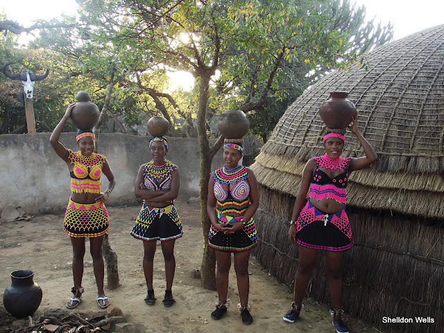 Zulu maidens on a Durban day tour