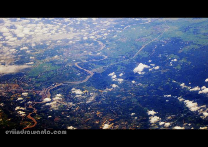 sungai membelah kota padang