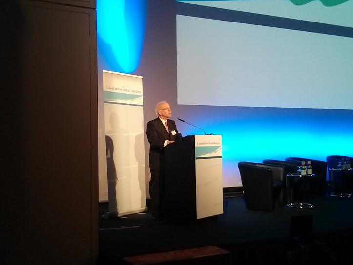 Prof. Heinz Lohmann eröffnet den 9, GESUNDHEITSWIRTSCHAFTSKONGRESS in Hamburg.
