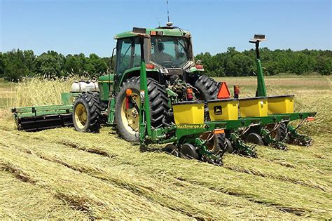 Kill cover crops, plant cotton in one tractor pass | AGDAILY