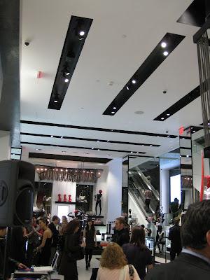 098910199 If you can appreciate fashion merchandising