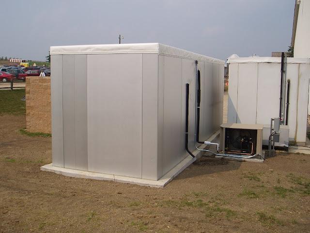 Compressor location fundamentals indoor vs outdoor for Walk in cooler motor