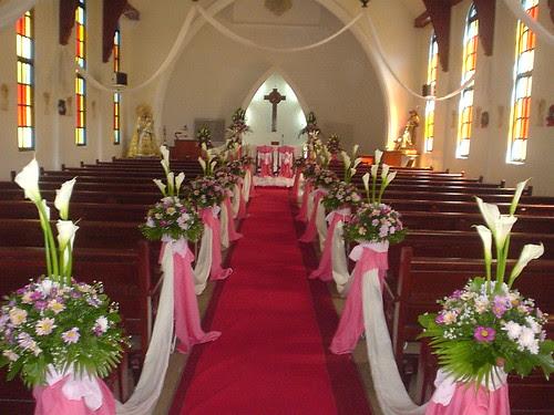Wedding Flowers: Church Wedding Flower Arrangements