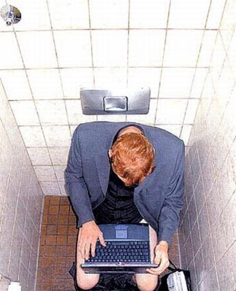Верная: подглядывание скрытой камерой в туалете фото