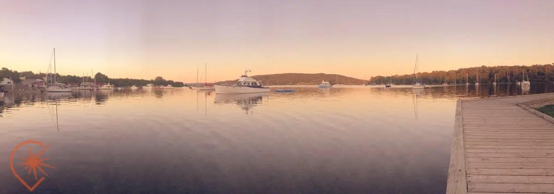 Le soleil se couche sur la marine de Baddeck