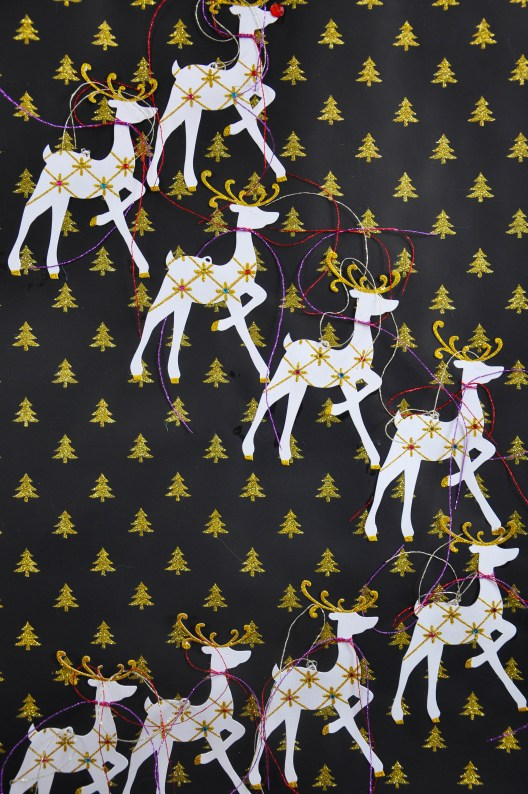 diy-reindeer-wall-decor