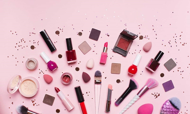 keep-going-and-glowing-with-these-makeup-essentials-from-sace-lady-and-pinkflash-on-shopee