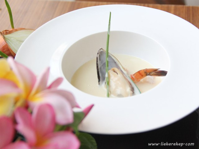 workshop-food-photography-seafood-chowder-zoom-in