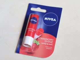 nivea strawberry lip balm