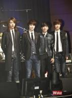 cnblue_jeans_outfit_stage