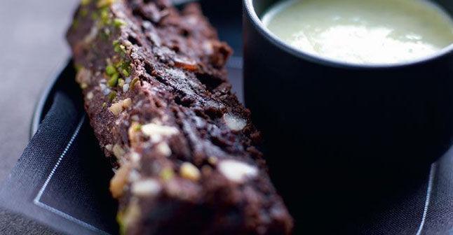 法國創意甜點布朗尼與英國奶油甜醬汁
