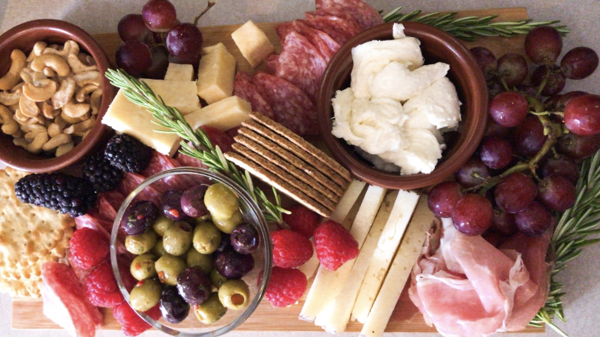 How to Put Together a Basic Cheeseboard