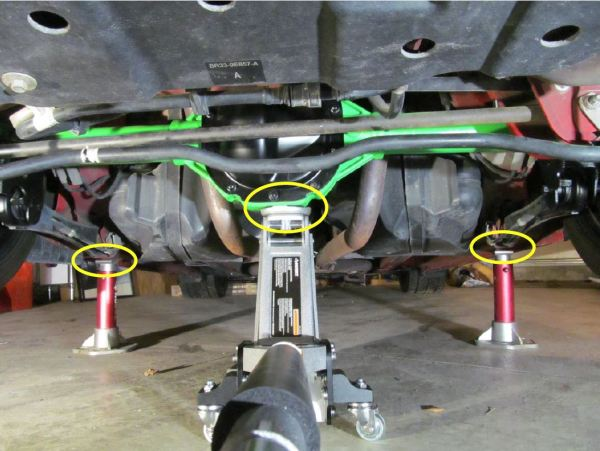 How To Install a RTR Tactical Performance Panhard Bar ...