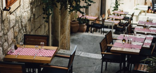 Force Majeure Illinois Chicago bar and restaurant wins case to forestall rent payment against landlord in bankruptcy lease part 1
