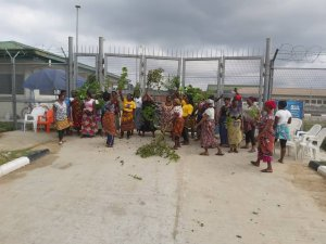 BREAKING: Massive protest rocking SPDC premises,Obotobo communities in Delta  – The Liberator