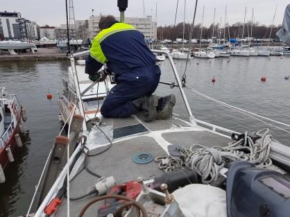 Modifying the rails for the anchor roll 2 - Liberta.fi