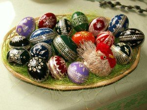 Straw-decorated Easter eggs, image by Jan Kameníček
