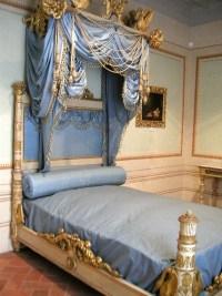 Elba, Villa dei Mulini, blue bed with canopy