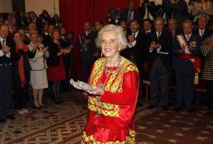 23-Recibe-Poniatowska-Premio-Cervantes