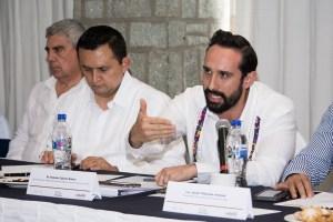 Reunión de trabajo con sectores económicos de Oax.  Dr. Rolando Zubirán Robert(19)