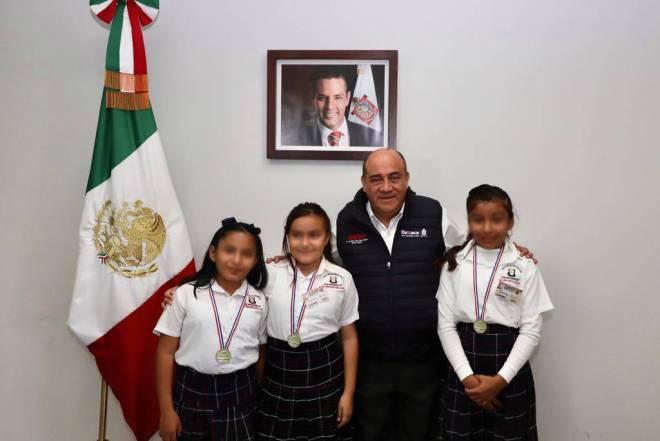 Felicita IEEPO a ganadoras de primer lugar en Muestra de Innovación en Ciencias y Tecnología en Paraguay