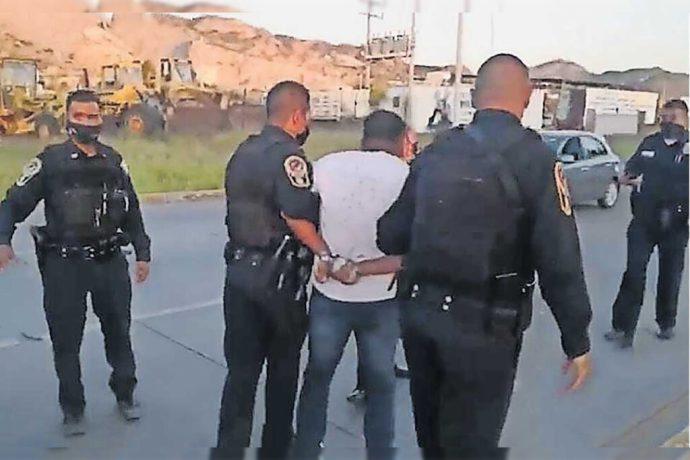Detienen por obstrucción de labores policíacas a reportero que cubría accidente. Exigen su liberación