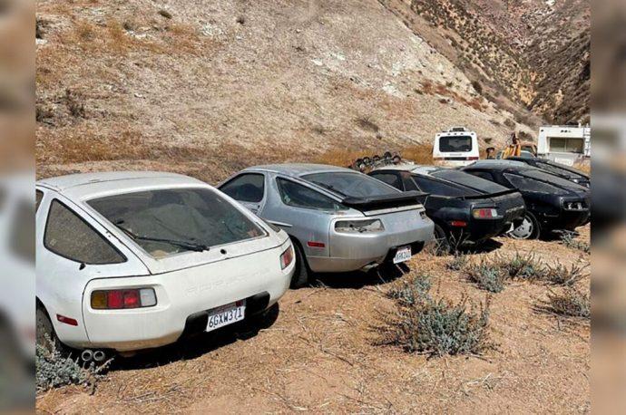 Encuentran 13 autos Porsche 928 en el desierto de California; dieron permiso para dejarlos en el terreno y los abandonaron