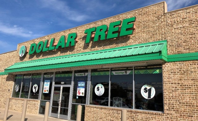 Picture of the front of a single-tenant triple-net NNN Dollar Tree store in Dallas Texas