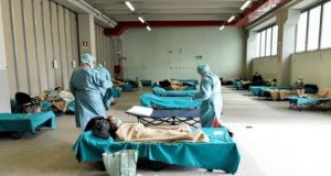 Doctors examining COVID-19 patients