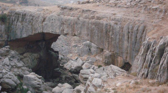 Le pont naturel de Faqra Kfardebian.