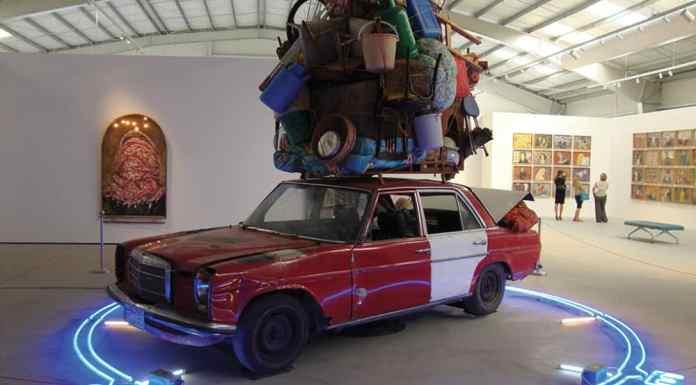 Photo : Installation de l'artiste Ayman Baalbaki- Destination X- 2013