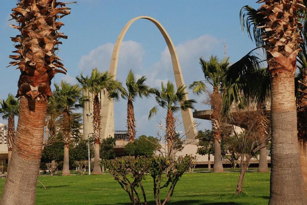 Un lieu emblématique de Tripoli, la foire internationale, oeuvre de l'architecte Oscar Niemeyer et qui n'a jamais été ouverte en raison de la guerre civile libanaise. Source Photo: Wikipedia.org