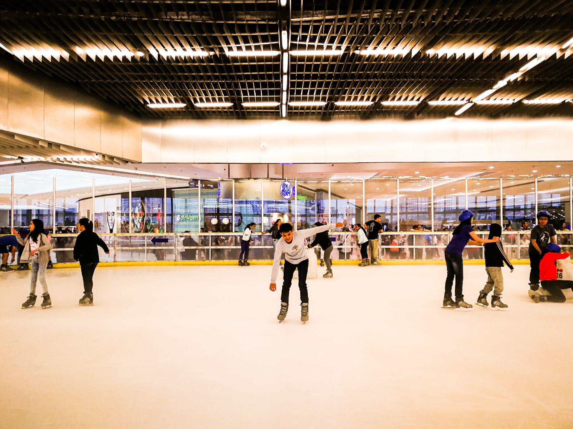 Ice Skating in SM Megamall, Philippines | Libot Tayo
