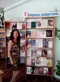 """Книжная выставка """"Прекрасных женщин имена"""""""