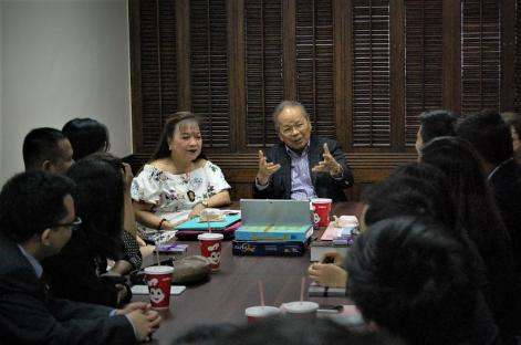FLP President Ms. Evelyn T. Dumdum and retired Chief Justice Artemio V. Panganiban meeting the scholars
