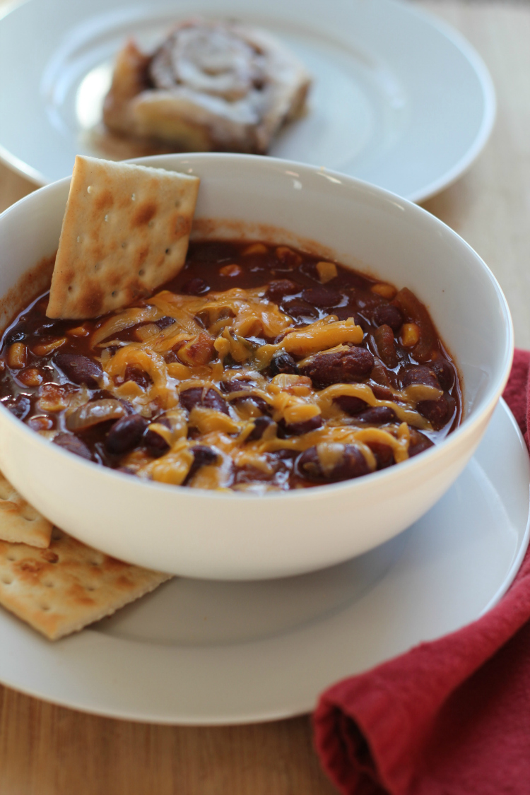 chili with cheddar cheese