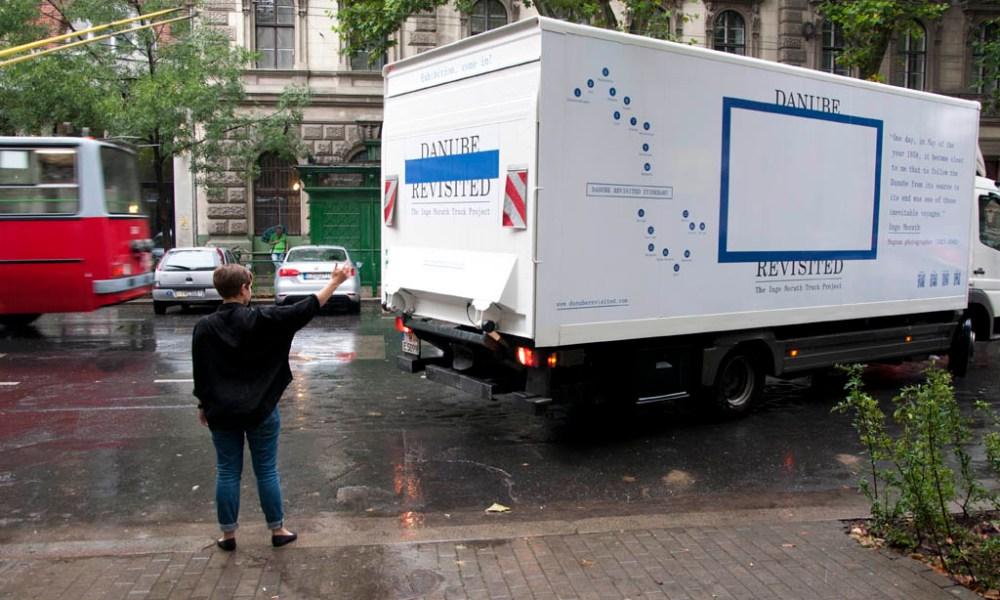 Egy kamionnyi fotográfusnő érkezett Budapestre