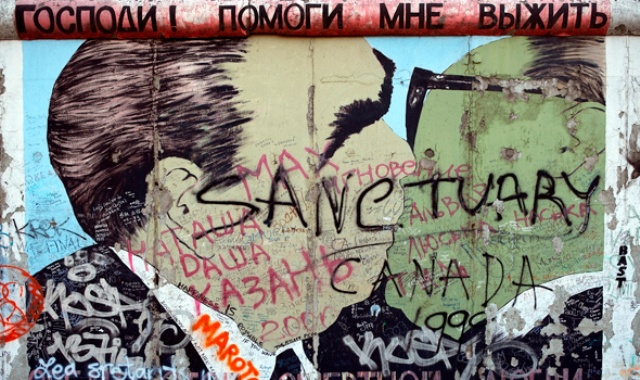 berlin-wall-graffiti_1109_gettyimages_large